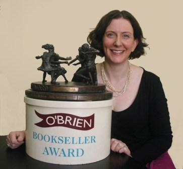obrien.ie - BooksellerAward - Susan Walsh with Award 2015 (2)